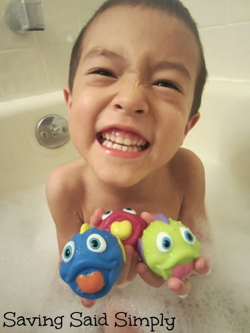 Nûby Fish Swoosh Bath Time Play Set Review + Giveaway ...