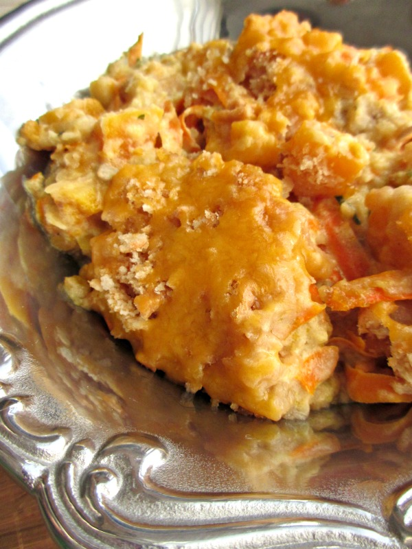 Crockpot squash casserole - Wow your guests this fall with this delicious and easy Crock Pot Squash Casserole Recipe. Makes the perfect Thanksgiving side dish! - This easy slow cooker casserole recipe is perfect as a side dish or for a family dinner. #CrockPot #Recipe #CrockPotRecipe #Appetizer #Dinner #HealthyRecipe