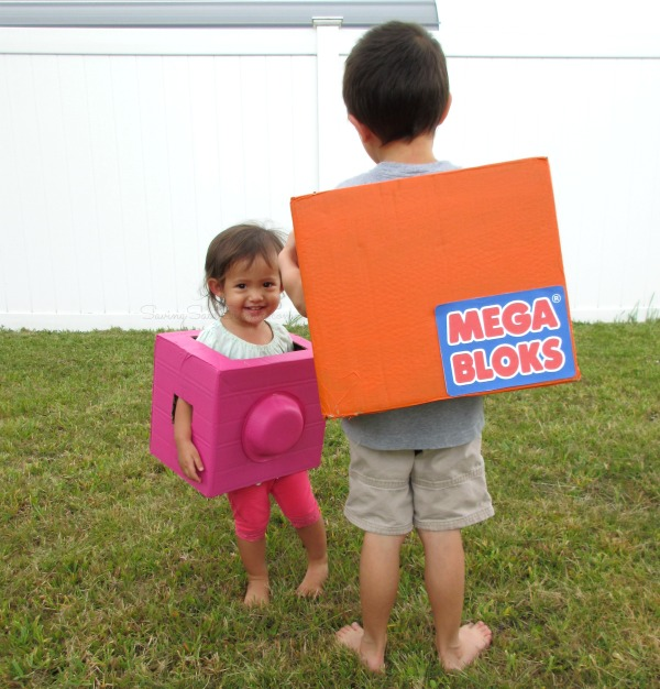 Mega bloks costume Frugal and fun costume idea for kids. This mega blok halloween costume would be perfect for kids or adults of any age. This DIY costume is simple and quick to make. #Costume #CostumeDIY #HalloweenCostume #Halloween