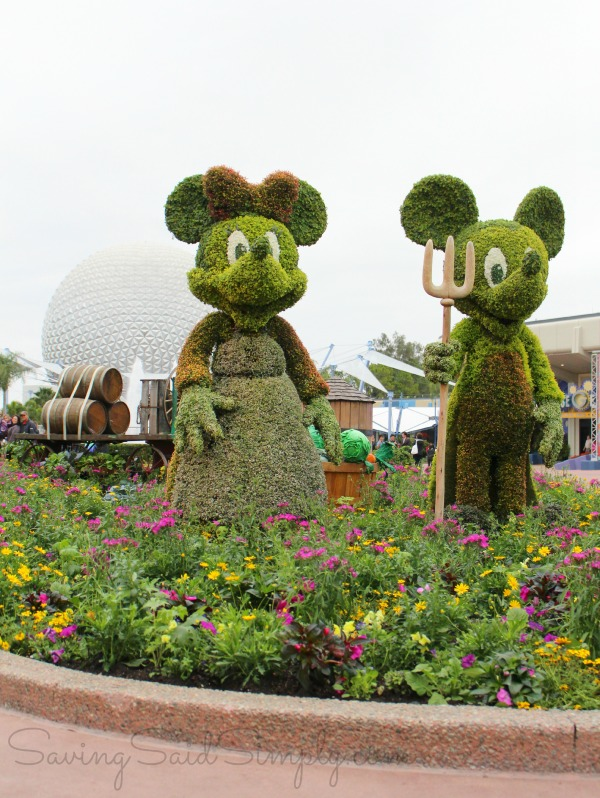 Epcot Mickey Minnie topiaries