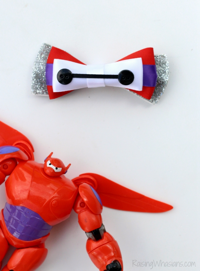 Baymax hair bow diy No Sew Baymax Hair Bow for Girls DIY - Create an adorable Disney inspired hair bow for your little girl! This Big Hero 6 inspired accessory is easy to make, no sewing required! Perfect Disneybounding, style piece to make at home #Disney #DisneyBounding #Craft