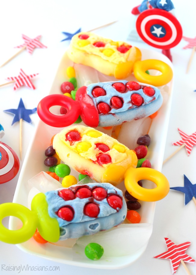 Captain America Civil War Popsicles - Sweet vs Sour   Make these easy Captain America and Iron Man popsicles for your next movie! Perfect for parties #Recipe #Dessert #KidsRecipe