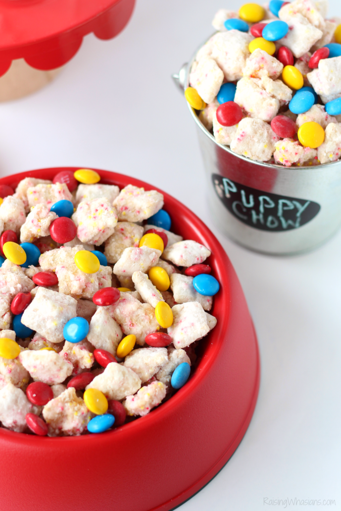 The Secret Life of Pets Puppy Chow & Family Movie Night Ideas | Make an easy The Secret Life of Pets inspired snack + ideas for a pet inspired movie party #PartyPlanning #Recipe