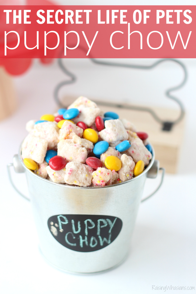 The secret life of pets puppy chow family movie night ideas The Secret Life of Pets Puppy Chow & Family Movie Night Ideas | Make an easy The Secret Life of Pets inspired snack + ideas for a pet inspired movie party #PartyPlanning #Recipe