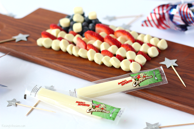 String cheese American flag Celebrate Independence Day with a Fourth of July Cheese Platter, Kid-Approved! Perfect healthy appetizer/snack for your family party, American Flag inspired #IndependenceDay #FourthofJuly #Recipe #Snack #HealthyRecipe #Appetizer