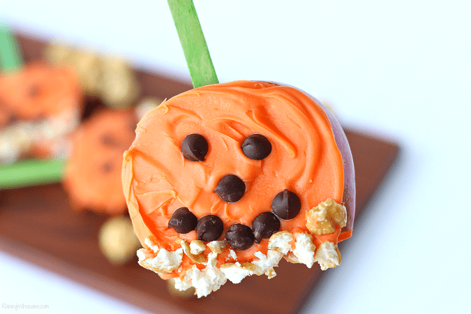 Pumpkin apple pop snack Need a festive fall snack that kids love? Try these Pumpkin Apple Pops for a fun Jack-O-Lantern inspired snack, featuring G.H. Cretors Popcorn #Snack #Halloween #Recipe