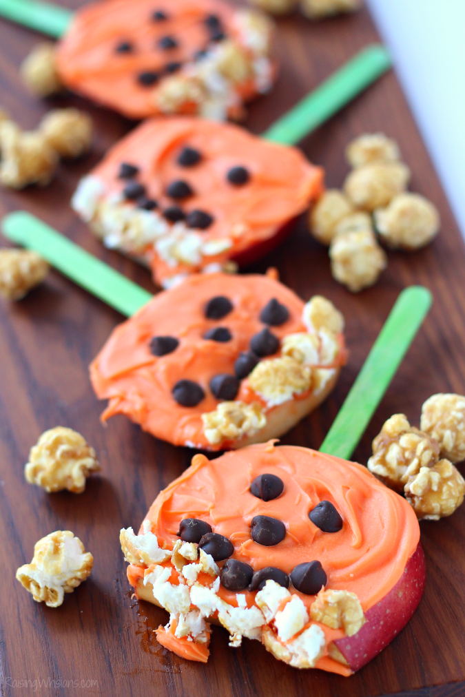 Pumpkin pops apple snack Need a festive fall snack that kids love? Try these Pumpkin Apple Pops for a fun Jack-O-Lantern inspired snack, featuring G.H. Cretors Popcorn #Snack #Halloween #Recipe