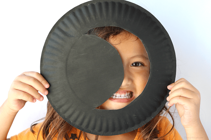 Easy moon paper plate craft