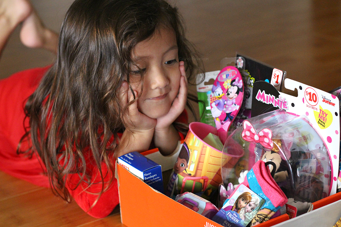 How to pack shoebox operation Christmas child