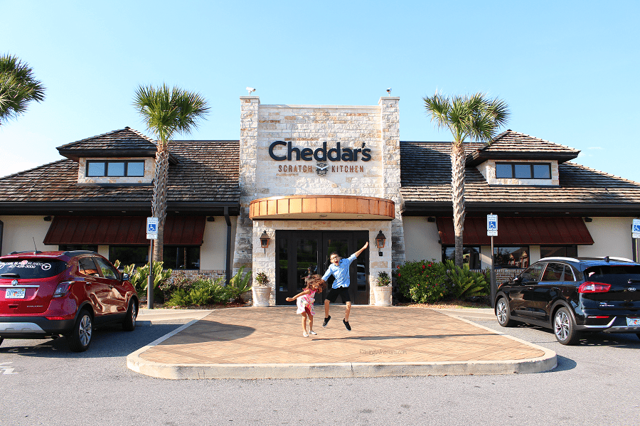Cheddar's scratch kitchen family