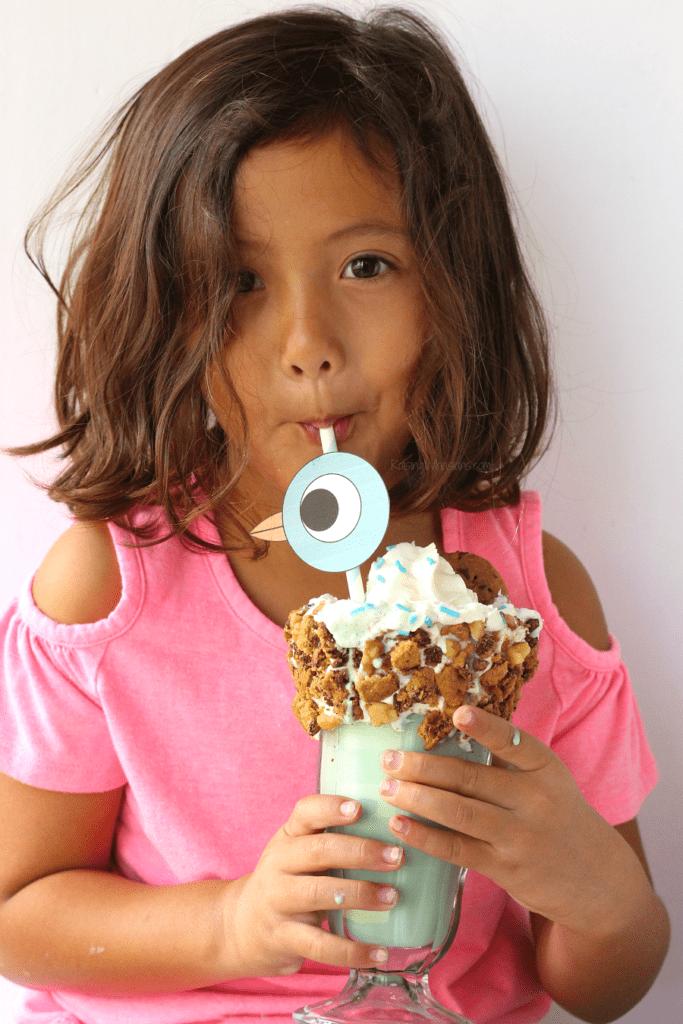 FREE Pigeon Printable Straw Topper + 16th BIRD-day Milkshake   Celebrate Mo Willems Pigeon's birthday with easy freakshake recipe, perfect themed party idea #BirthdayParty #PartyPlanning #Recipe #FreePrintable #FreakShake #Dessert