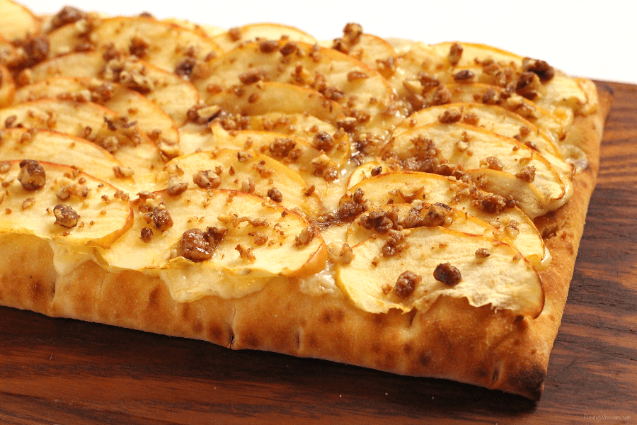 Sweet and spicy apple flatbread